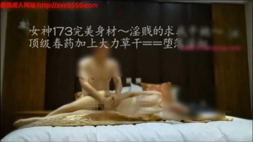 微信约的红色内衣极品女神带到酒店吃上伟哥爆干45分钟,女神大呼受不了