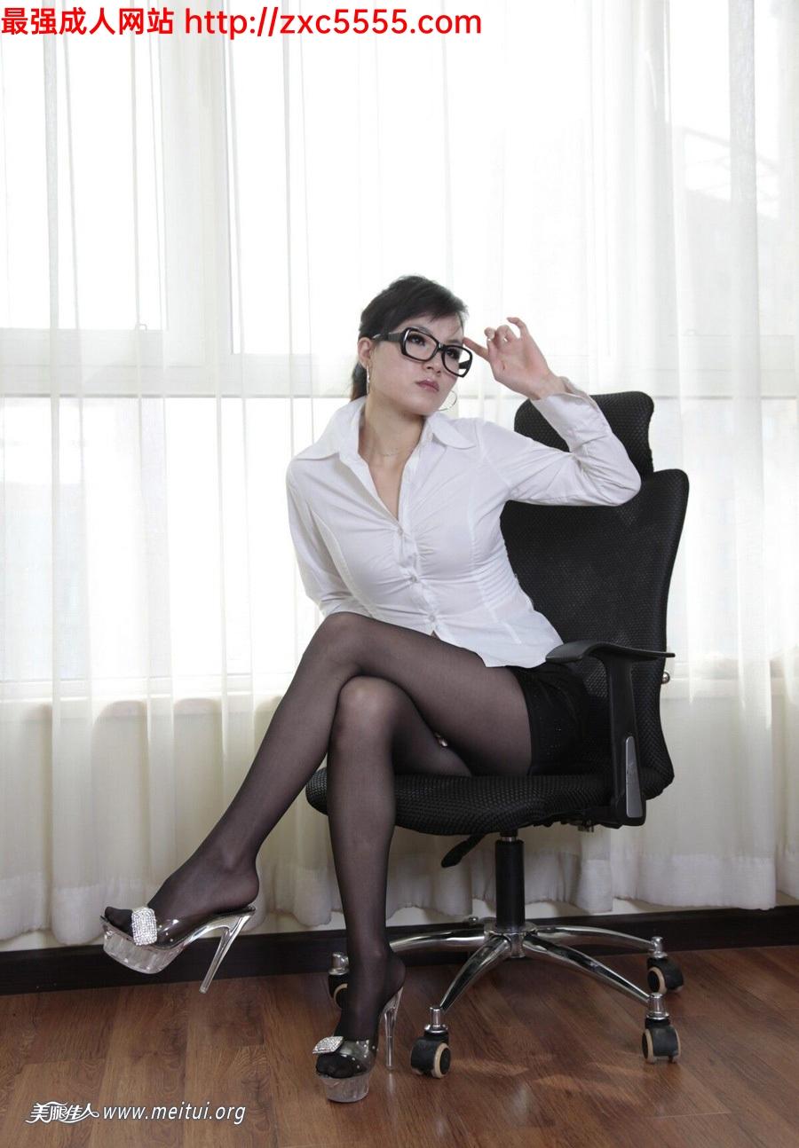 草丝袜少妇_大胆的白衣黑丝靓女美腿【25P】_丝袜诱惑-久久热大香蕉-大香焦